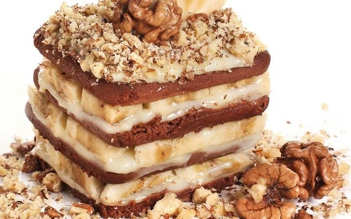 Bir Kat Bisküvi Bir Kat Krema: Muzlu Kolay Pasta